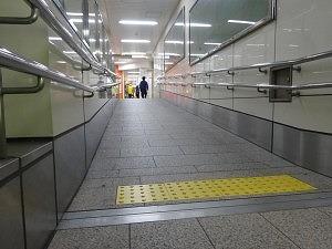 地下鉄スロープ3