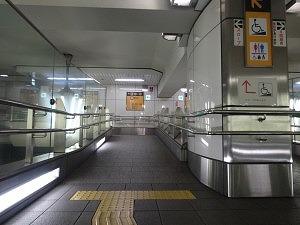 地下鉄スロープ1